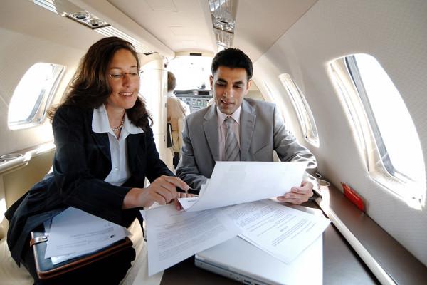012_Businessfotografie_Meeting_Flugzeug